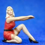 1/43 Handpainted pin-up girl figure – How to remove this wheel