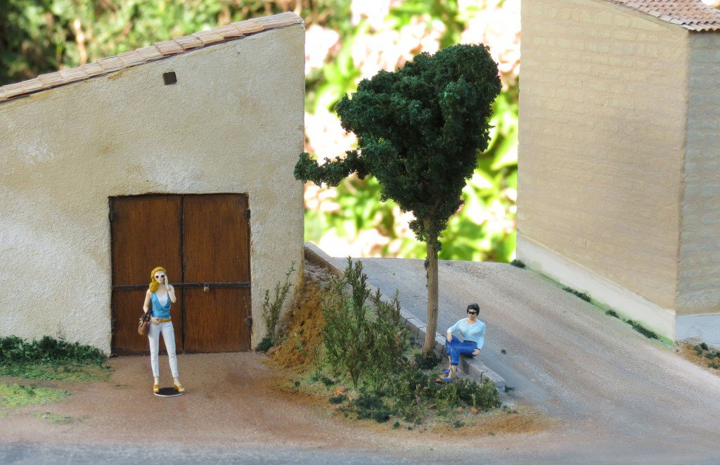 1/43 Diorama with NorthStarModels Girl with phone figure