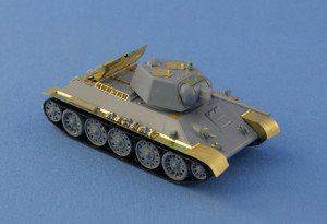 Photos of test assembly PE set for T-34 1/72 scale Zvezda kit.