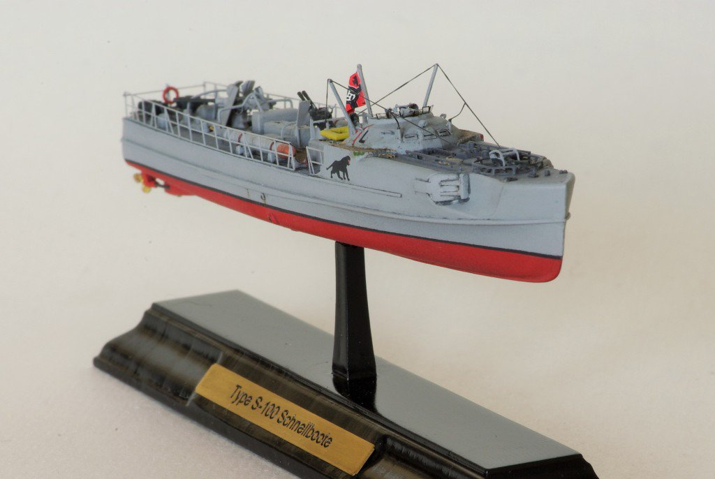 Trumpeter 1/350 Schnellboot S100 with NSM sailors
