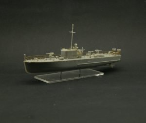 1/200 scale MO-4 Soviet WWII small guard ship plastic set test assembly